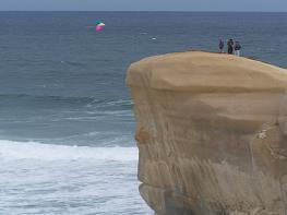 kite flying at tunnel beach